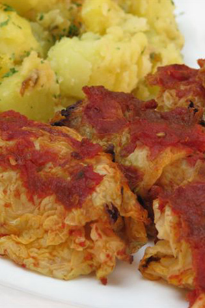 cabbage rolls with potatoes