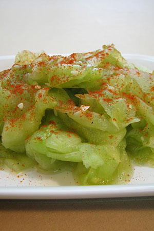 Hungarian cucumber salad with garlic and paprika