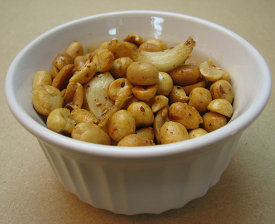 how to cook peanuts with garlic