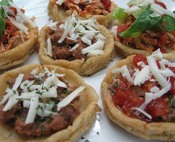 Mexican sopes with many toppings